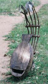 Ngwomi, un pluriarc du Gabon.