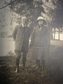Alfred Foucher et sa femme Eugénie Bazin-Foucher, à Hérat en 1922