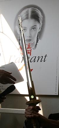 Epée d'académicien de Jean-Jacques Annaud. Installation de Jean-Jacques Annaud au sein de l'Académie des beaux-arts 28 mars 2012