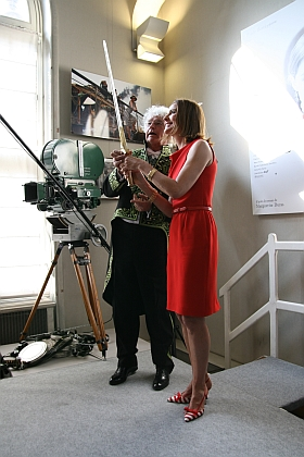 Jean-Jacques Annaud et Carole Bouquet. Installation de Jean-Jacques Annaud au sein de l'Académie des beaux-arts 28 mars 2012