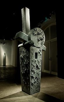 """Jean-Paul PHILIPPE, """"Stèle(s)"""", 2011, granit gris indien 290 X 111 X 80 cm"""