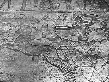 Abou Simbel, le temple de Ramses II: le pharaon avec son arc - Égypte Abou Simbel