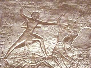 Abou Simbel, le temple de Ramses II: Ramsès II terrasse et piétine ses ennemis lors de ses batailles