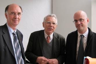 Alain Boissinot, recteur de l'Académie de Versailles, Pierre Léna, membre de l'Académie des sciences et Jean-Michel Blanquer, directeur de l'enseignement scolaire (de gauche à droite)