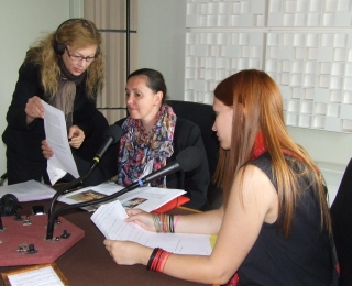Les élèves et enseignants de l'école d'art Koronin dans le studio de Canal Académie