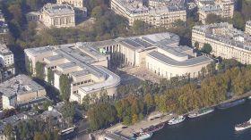Vue aérienne sur le Palais de Tokyo où le Musée d'art moderne occupe l'aile est (à droite)