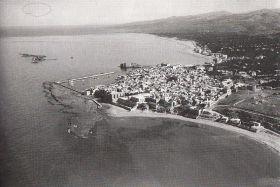 Vue aérienne de la presqu'île de Tyr et vue sous-marine du site.