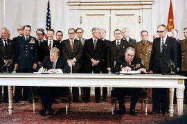 Jimmy Carter et Léonid Brejnev signent l'accord SALT II à Vienne le 18 juin 1979