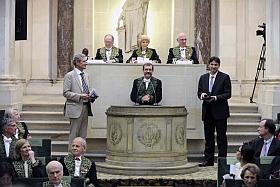 Philippe Bouyer et Christophe Salomon sont les lauréats du Prix scientifique 2012 de la Fondation Louis D., remis par Alain Aspect de l'Académie des sciences