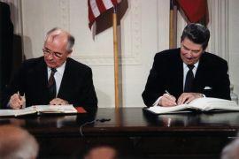 8 décembre 1987: Gorbatchev et Reagan signent le Traité sur les forces nucléaires à portée intermédiaire.