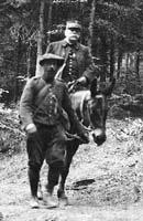 Joffre à dos de mule (1916) Photo DMPA Cerod