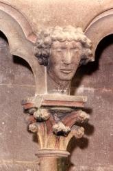 Semur, détail d'une tête de l'abside