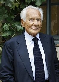 Jean d'Ormesson, de l'Académie française, l'Institut de France, après son entretien au studio Canal Académie.