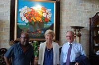 MmeCarrère d'Encausse et M.de Broglie aux côtés de l'écrivain haïtien Lyonel Trouillot – à Port-au-Prince