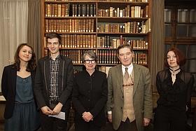 Le directeur de l'École, la présidente de la Société de l'École des chartes, avec les lauréats des prix de la meilleure thèse et de la meilleure thèse en histoire de l'art (2012).