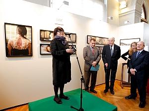 La photographe Françoise Huguier au centre, lors du Prix de Photographie Marc Ladreit de Lacharrière-Académie des beaux-arts 2012, Pavillon Comtesse de Caen-Institut de France, 30 octobre 2012, Photographie: Thomas Raffoux