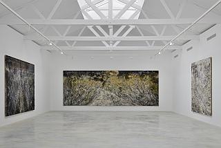 """Vue d'installation de l'exposition d'Anselm Kiefer, """"Die Ungeborenen"""" (Les non-nés)"""