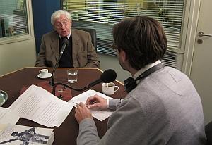 Jacques Blamont dans le studio de Canal Académie