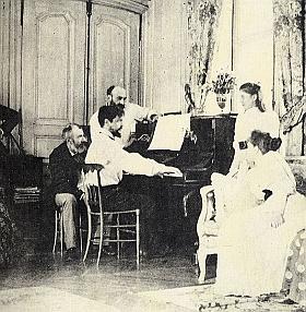 Claude Debussy au piano dans la propriété d'Ernest Chausson à Luzancy, août 1893. Anonyme. Paris, musée d'Orsay.