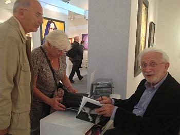 """Galerie Trigano, Art Elysées 2012, Lucien Clergue dédicace son ouvrage """"Nus vénitiens"""", 18 octobre 2012"""