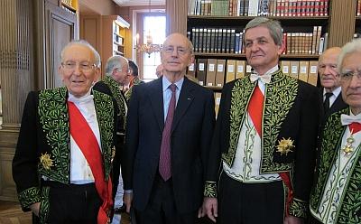 Stephen Breyer et ses confrères,  membres de l'Académie des sciences morales et politiques, 8 avril 2013 Bibliothèque de l'Institut de France, Installation sous la Coupole du Juge à la Cour suprême américaine Stephen Breyer