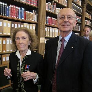 La juriste Mireille Delmas-Marty et le juge Stephen Breyer, membres de l'Académie des sciences morales et politiques, 8 avril 2013 Bibliothèque de l'Institut, Installation sous la Coupole de l'Institut de France du Juge à la Cour suprême américaine Stephen Breyer