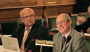 Louis Godart à l'Académie des inscriptions et belles-lettres le 5 avril 2013 (à droite sur la photo)
