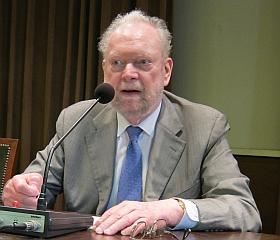 """Jean Baechler, membre de l'Académie de sciences morales et politiques, Colloque Association """"Être humain"""", 24 mai 2013, Institut de France"""